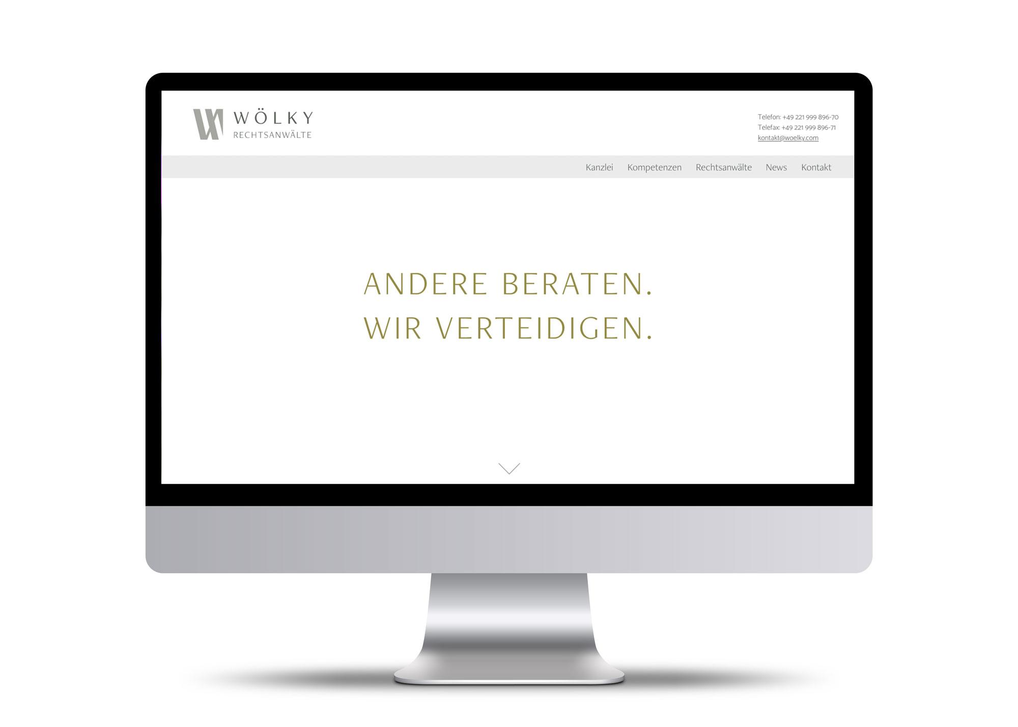 Webseite im Monitor Rechtsanwälte Woelky
